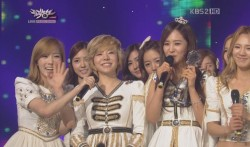 snsd music bank 111202