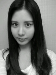 seohyun b&w