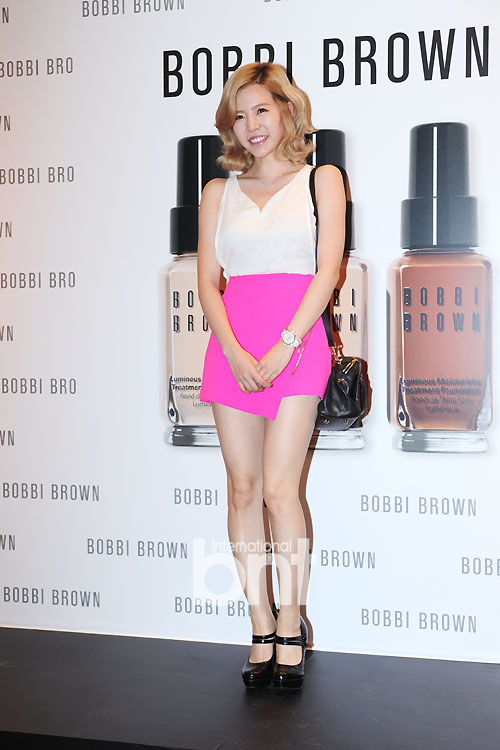 {130802} Sunny @ BOBBI BROWN 'Foundation Cafe' acto de apertura 1b250f2a405440860b64324c53f787f9