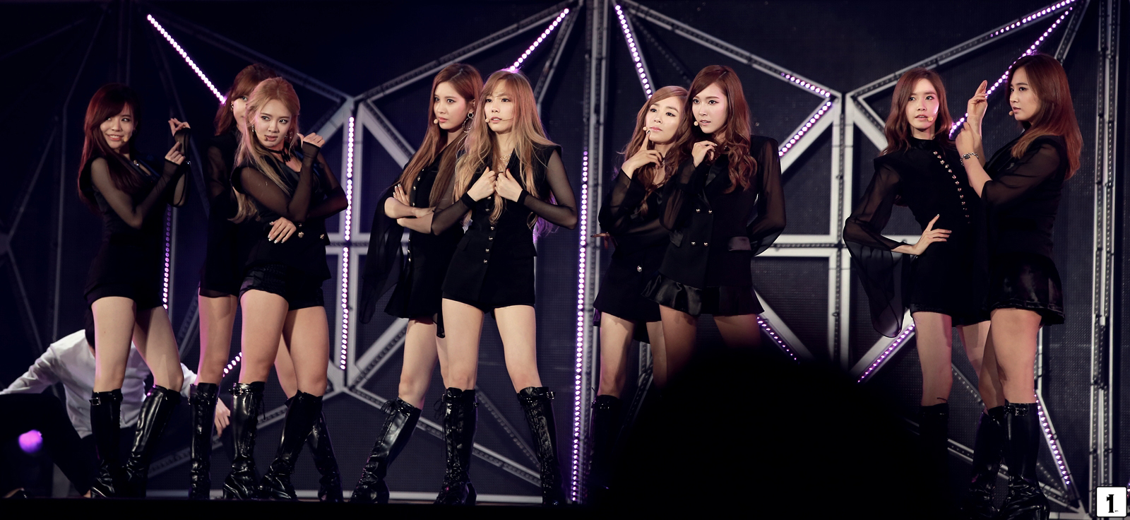 Girls' Generation Performs at 'SMTOWN LIVE WORLD TOUR IV ...