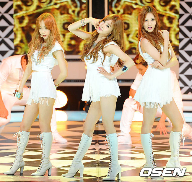 Girls' Generation - TTS Performs 'Whisper' and 'Holler' on ...