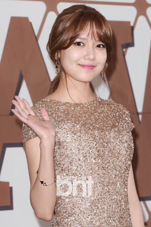 Sooyoung Hosts and Wins Female Excellence Award – Mini