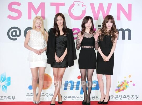 """[150113] Sunny, Tiffany, Hyoyeon y Yuri — Gran Ceremonia de Apertura de  """"SMTOWN@coexartium"""" 12354"""