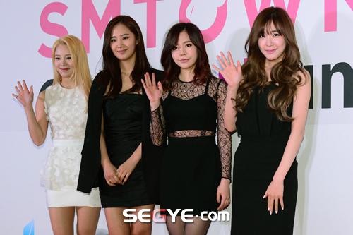 """[150113] Sunny, Tiffany, Hyoyeon y Yuri — Gran Ceremonia de Apertura de  """"SMTOWN@coexartium"""" 20150113002733_0"""