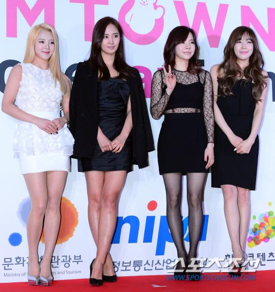 """[150113] Sunny, Tiffany, Hyoyeon y Yuri — Gran Ceremonia de Apertura de  """"SMTOWN@coexartium"""" 2015011301001503800089671"""
