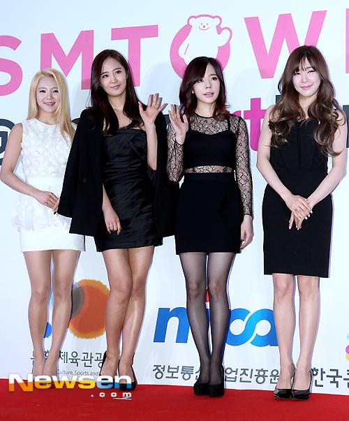 """[150113] Sunny, Tiffany, Hyoyeon y Yuri — Gran Ceremonia de Apertura de  """"SMTOWN@coexartium"""" 201501131630081810_1"""