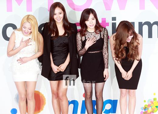 """[150113] Sunny, Tiffany, Hyoyeon y Yuri — Gran Ceremonia de Apertura de  """"SMTOWN@coexartium"""" 201501131630118097_l"""