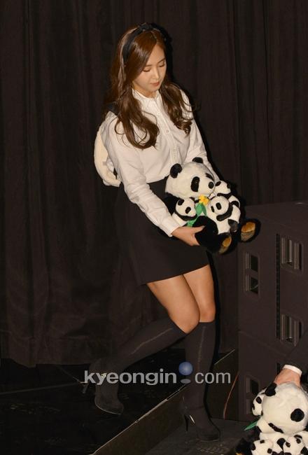 Yuri: Conferencia de prensa para nuevo programa de variedades 'Animals' 936825_498118_1358