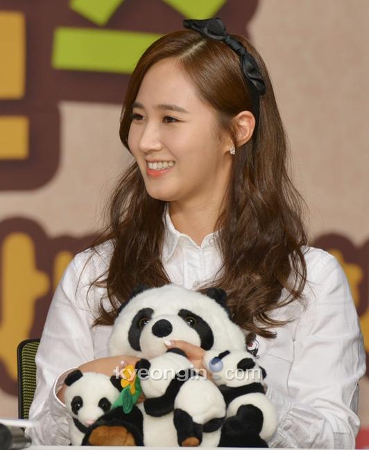 Yuri: Conferencia de prensa para nuevo programa de variedades 'Animals' 936838_498127_1404