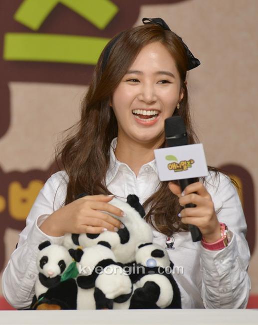Yuri: Conferencia de prensa para nuevo programa de variedades 'Animals' 936841_498130_1406