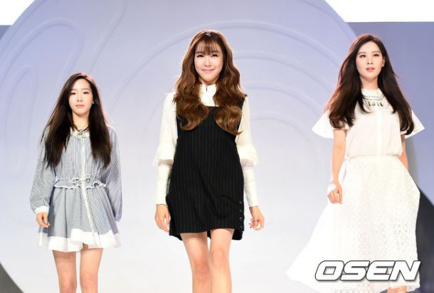 "[150129] Taeyeon, Tiffany y Seohyun — Ceremonia de Apertura de ""Fashion Kode 2015"" Snsd16"