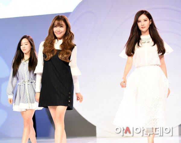 "[150129] Taeyeon, Tiffany y Seohyun — Ceremonia de Apertura de ""Fashion Kode 2015"" Snsd6"