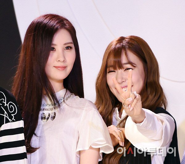 "[150129] Taeyeon, Tiffany y Seohyun — Ceremonia de Apertura de ""Fashion Kode 2015"" Snsd8"