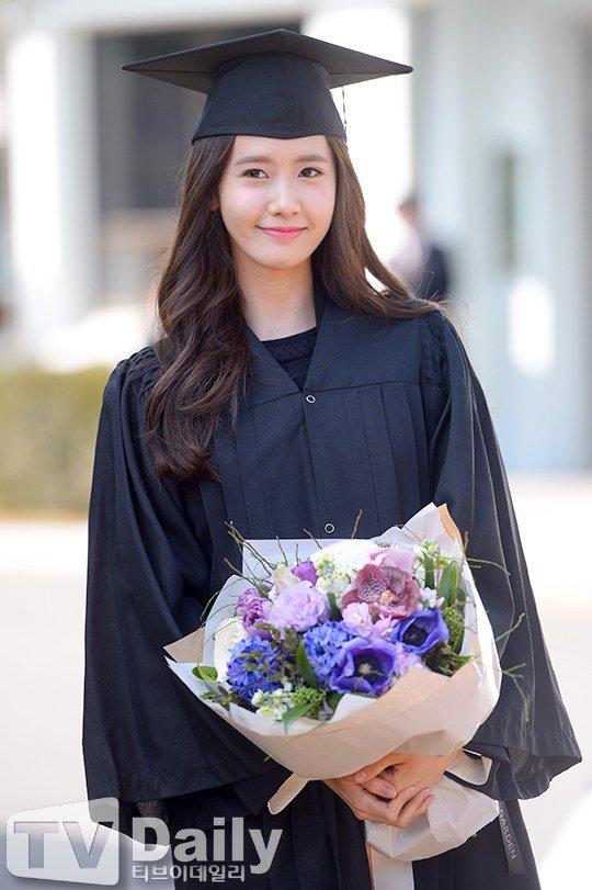Yoona se gradua de la Universidad de Dongguk y asiste a la ceremonia de graduación Yoona15