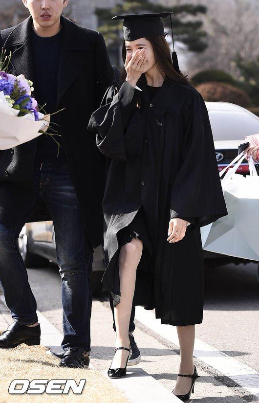 Yoona se gradua de la Universidad de Dongguk y asiste a la ceremonia de graduación Yoona20