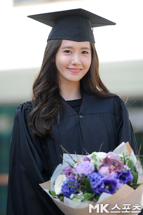 Yoona se gradua de la Universidad de Dongguk y asiste a la ceremonia de graduación Yoona24