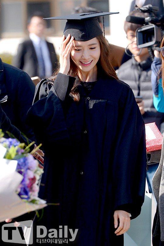 Yoona se gradua de la Universidad de Dongguk y asiste a la ceremonia de graduación Yoona37