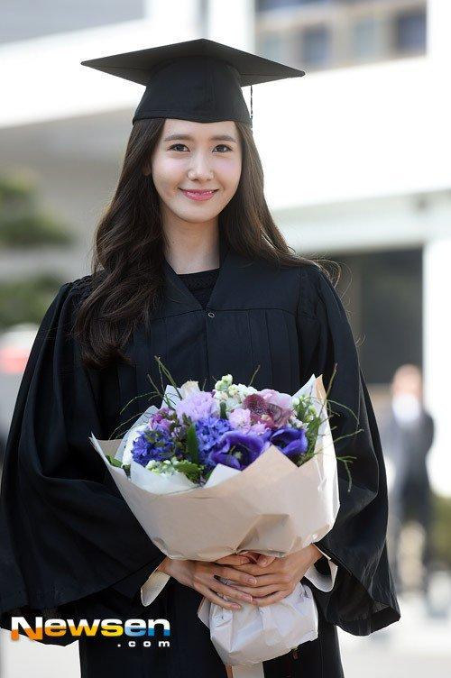 Yoona se gradua de la Universidad de Dongguk y asiste a la ceremonia de graduación Yoona4