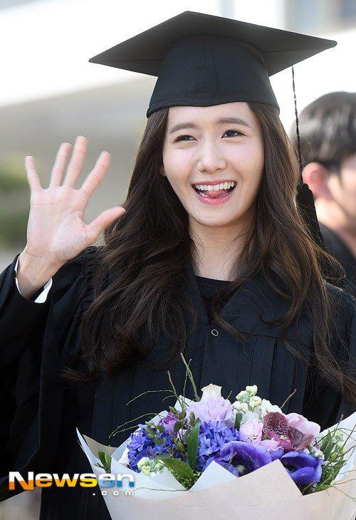 Yoona se gradua de la Universidad de Dongguk y asiste a la ceremonia de graduación Yoona41
