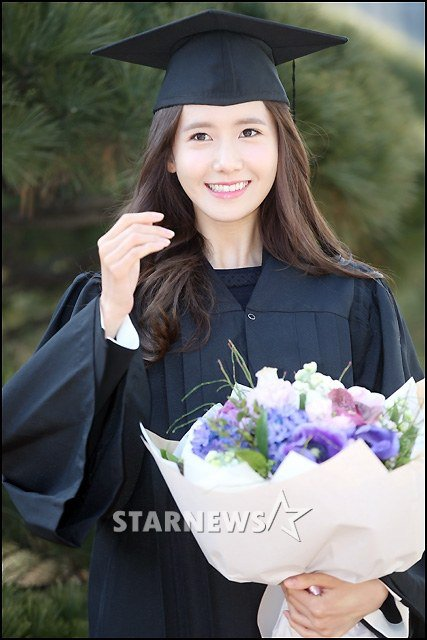 Yoona se gradua de la Universidad de Dongguk y asiste a la ceremonia de graduación Yoona5