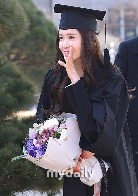 Yoona se gradua de la Universidad de Dongguk y asiste a la ceremonia de graduación Yoona6