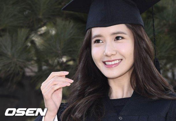 Yoona se gradua de la Universidad de Dongguk y asiste a la ceremonia de graduación Yoona7