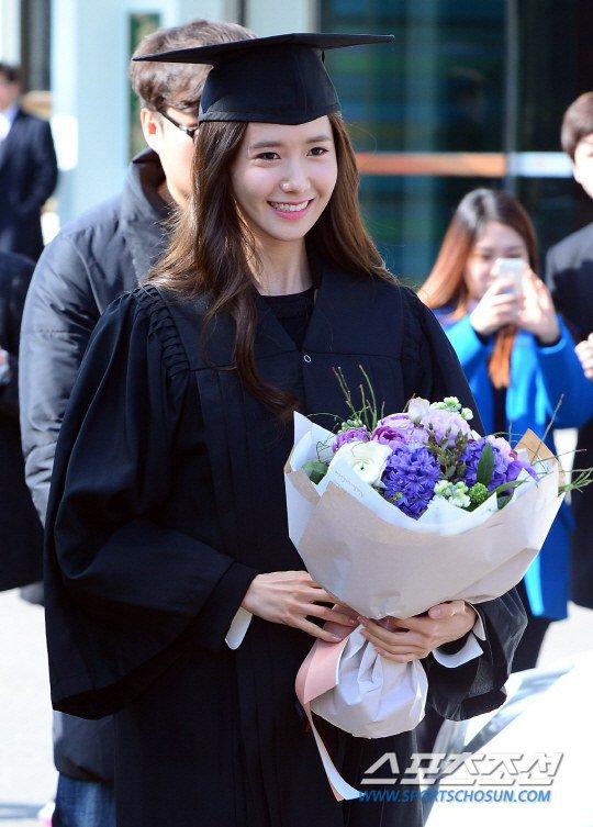 Yoona se gradua de la Universidad de Dongguk y asiste a la ceremonia de graduación Yoona9