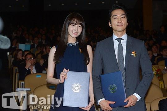"""Yoona Asiste al Evento numero 49 del """"Día del Contribuyente"""" Yoona8"""
