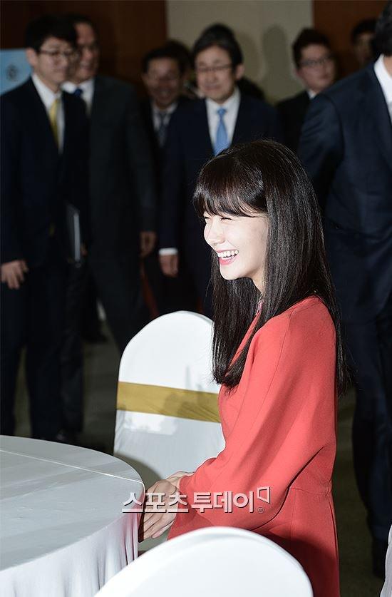 Yoona Asiste a la Ceremonia de Nombramiento al Embajador Nacional de Impuestos y Servicios Yoona23