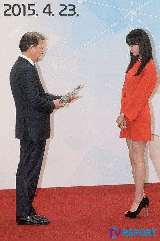 Yoona Asiste a la Ceremonia de Nombramiento al Embajador Nacional de Impuestos y Servicios Yoona28