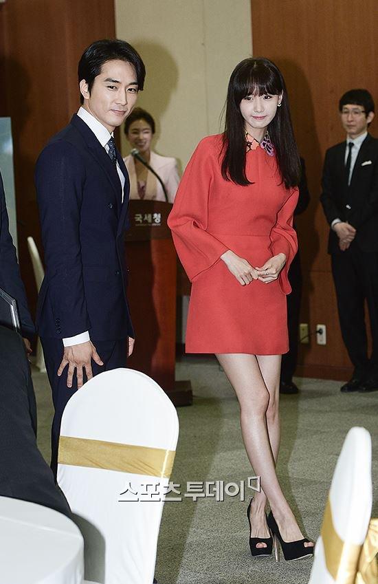 Yoona Asiste a la Ceremonia de Nombramiento al Embajador Nacional de Impuestos y Servicios Yoona7