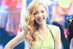taeng smile