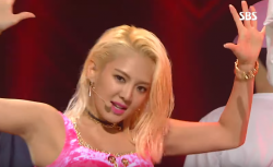 hyo that eye contact