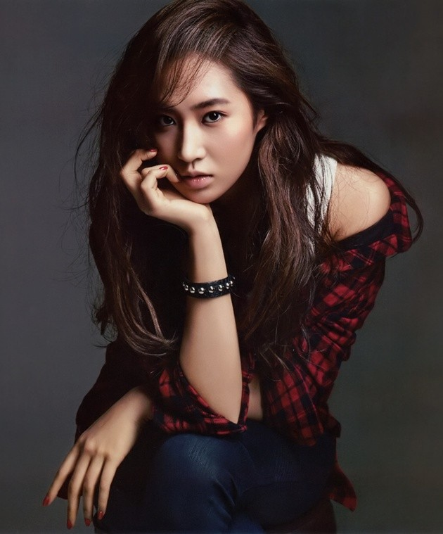 SNSD&#39-s pretty Yuri and her new photos from &#39-BLACKEY&#39- | Wonderful ...